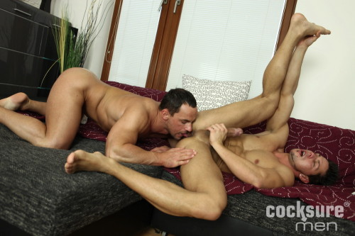 muscle-ass-rimming-grindr-anal-sex